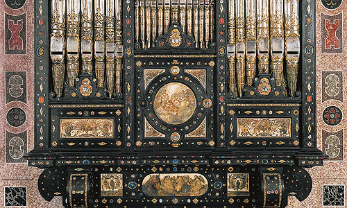 Picture: Ornate organ, detail